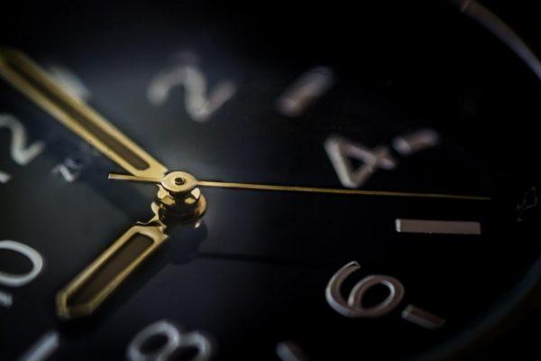 小龍江恩研究社• 江恩理論• 江恩轉勢日• 股票分析 glass-time-watch-business-600x400 股市時間永遠超越價位 股市時間 江恩轉勢日 江恩理論 江恩時間周期 江恩小龍 新興市場崩潰 地火明夷