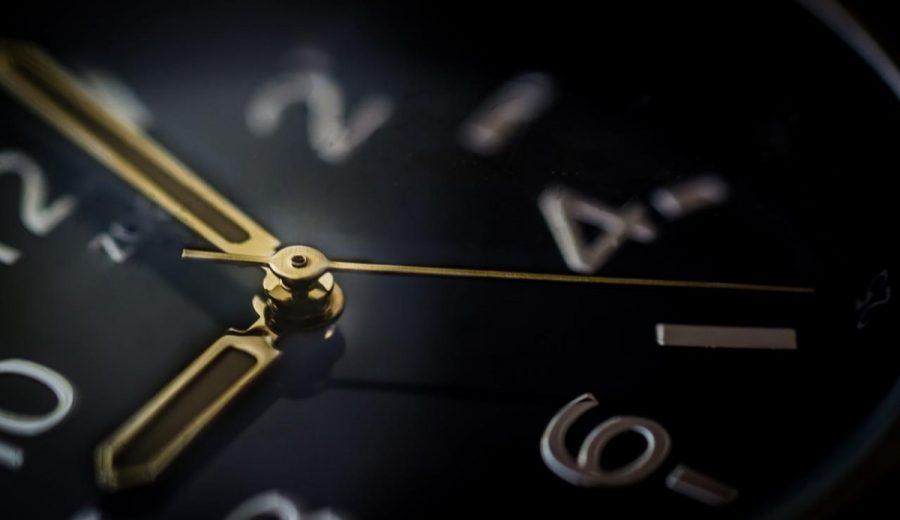 小龍江恩研究社• 江恩理論• 江恩轉勢日• 股票分析 glass-time-watch-business-900x520 股市時間永遠超越價位 股市時間 江恩轉勢日 江恩理論 江恩時間周期 江恩小龍 新興市場崩潰 地火明夷